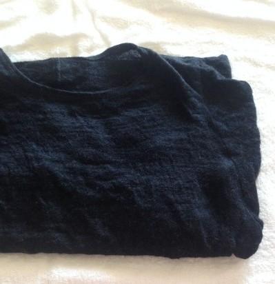 写真:ふんわりと畳んでタオルの上に乗せたところ