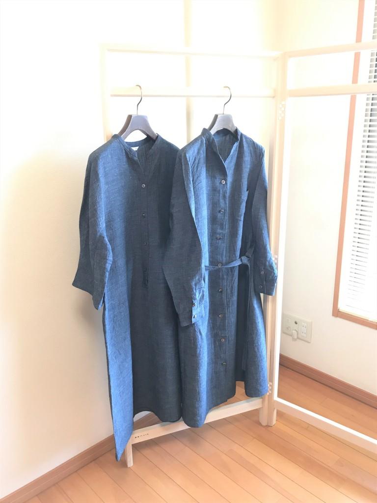 写真:アイロン仕上げ後のワンピースとコート