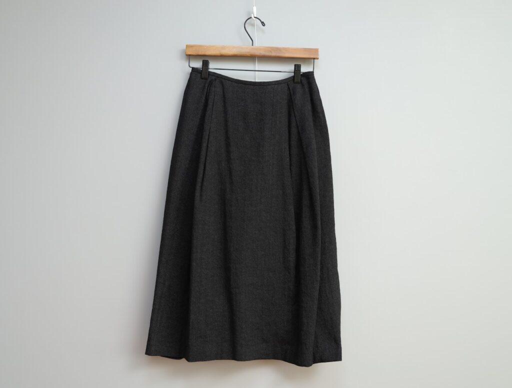 写真:ほんのりバルーン型のスカート