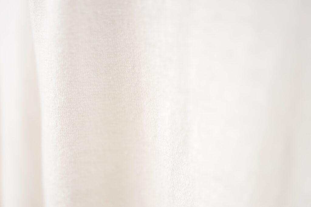 写真:白の生地アップ