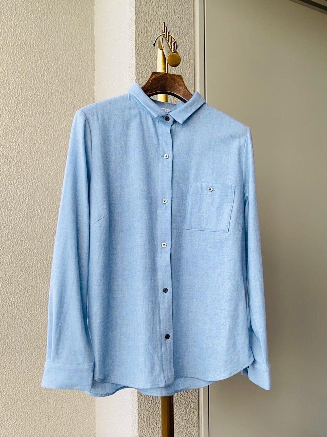 写真:お洗濯後のシャツ(杢サックス)